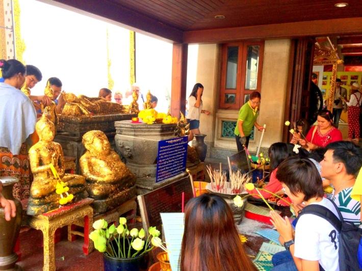 devotees_reclining_buddha