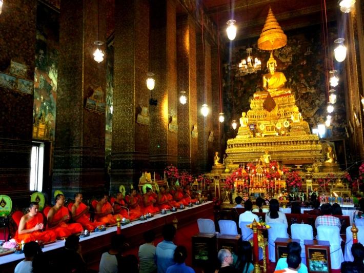 emerald_buddha_temple_inside
