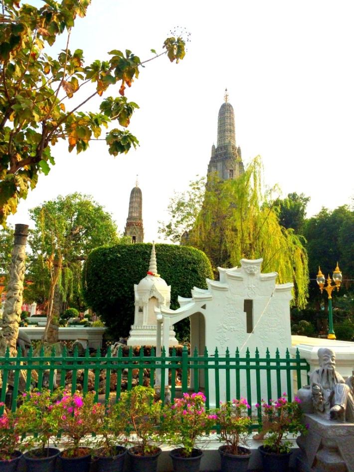 Wat Arun - gardens